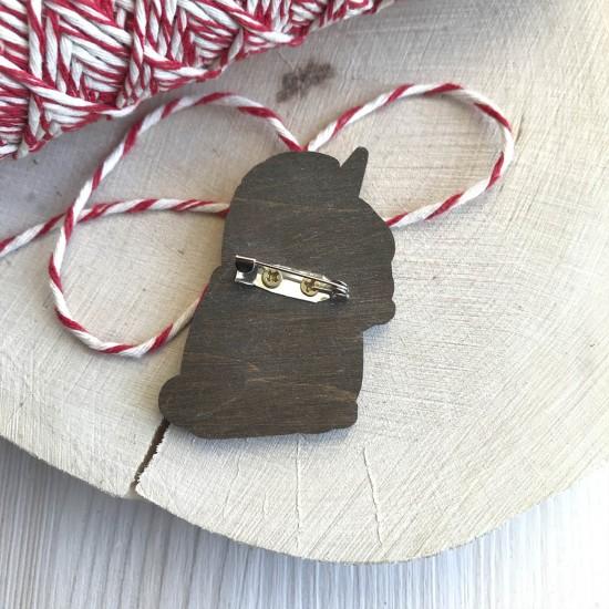"""Значок из дерева """"Мопс в костюме единорога"""""""